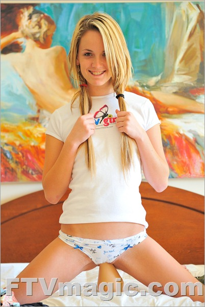 FTV Girl Sara: Super Tight (January 2010)