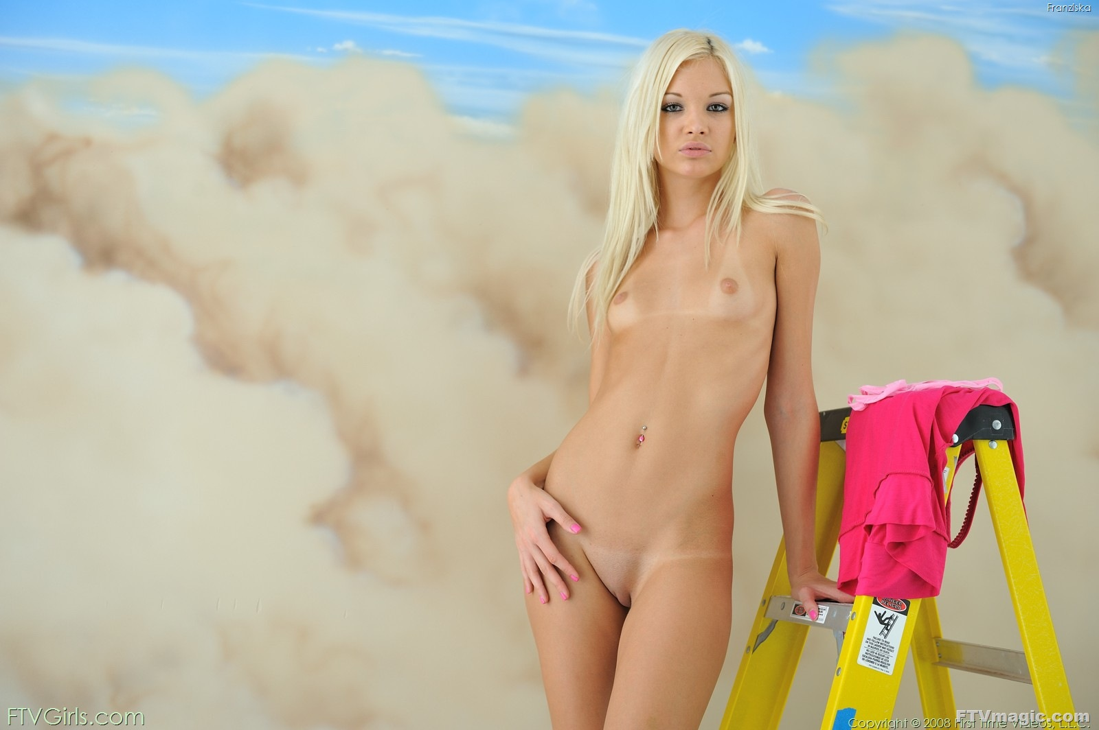 Голая тощая блондинка фото — 13